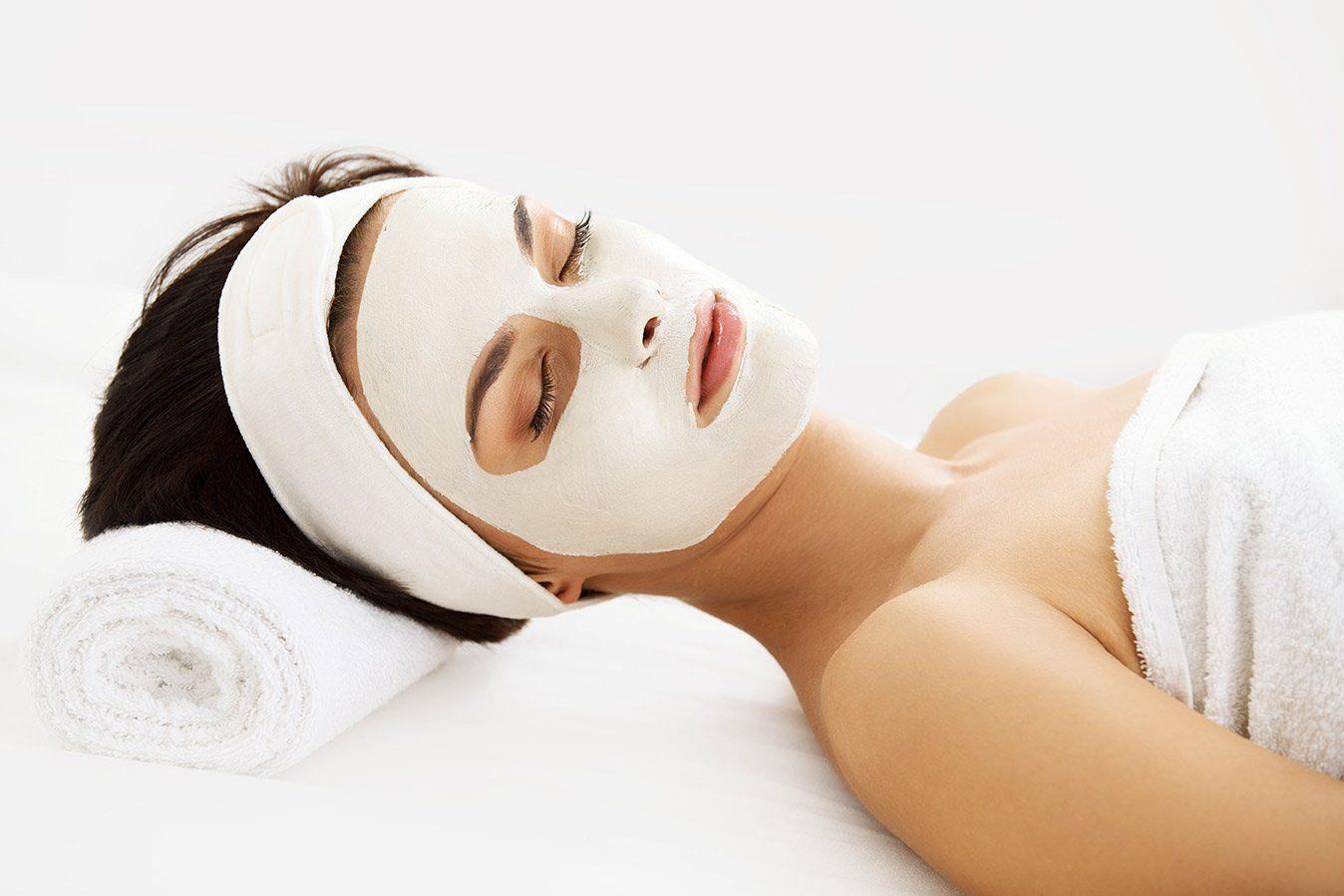facial-treatment-spa-beauty-salon-1920w